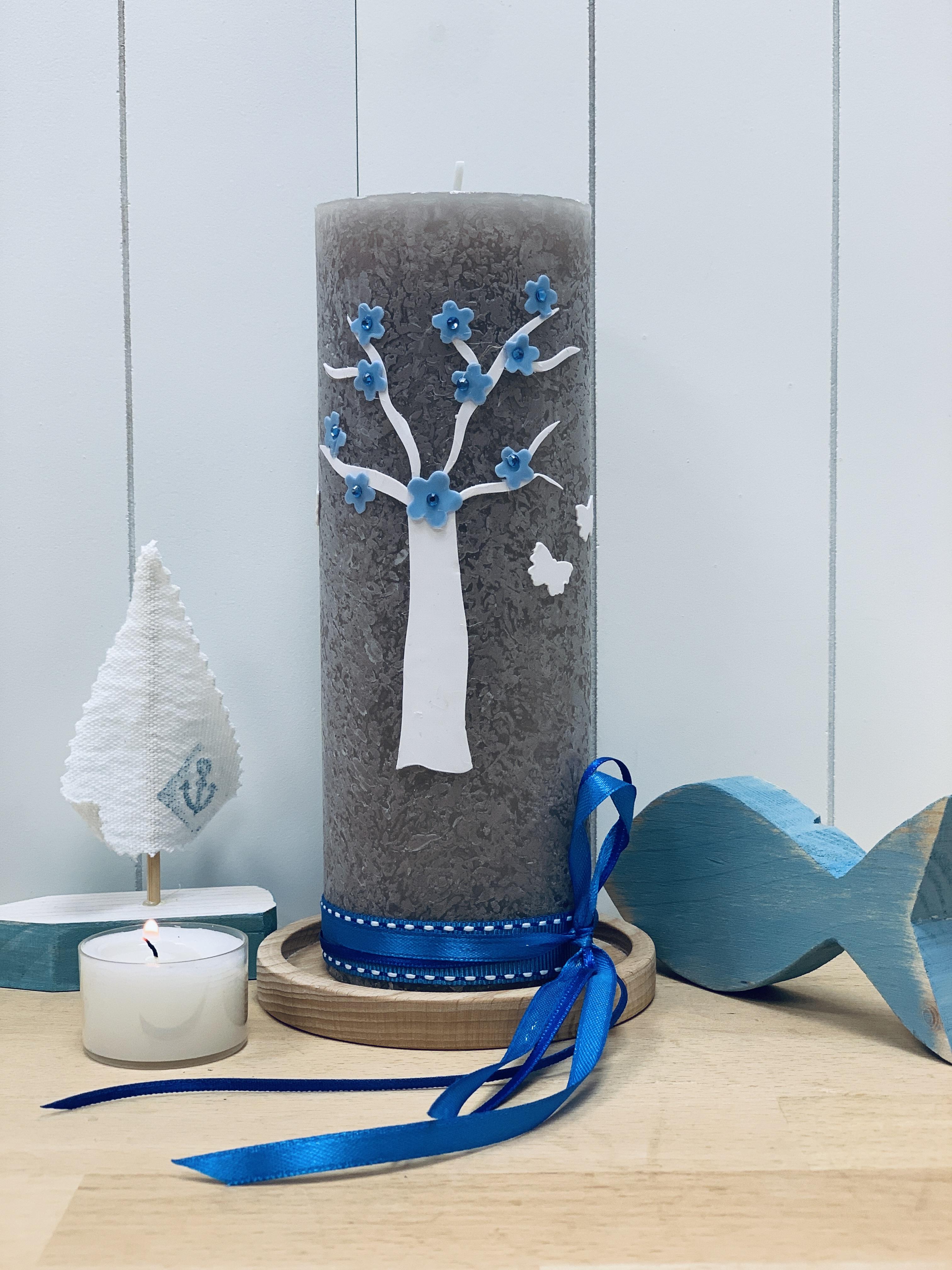 Kerze Baum mit Blüten blau
